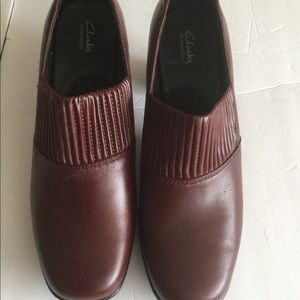 Clark's leather bendable shoes